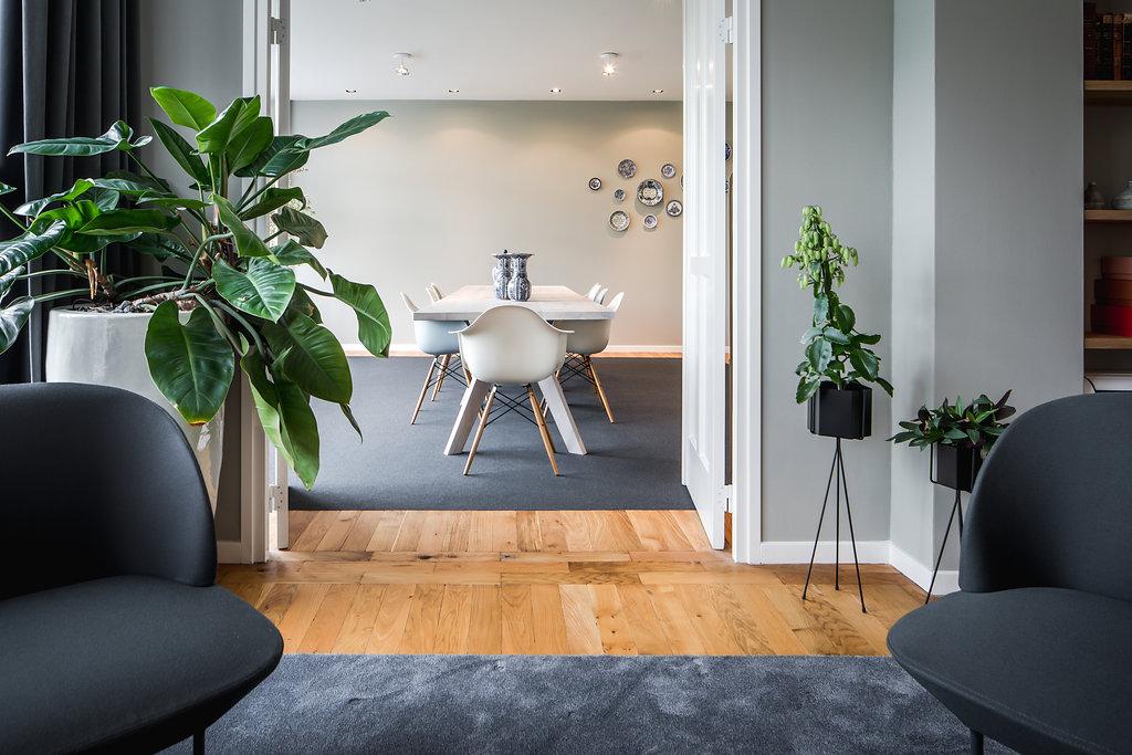 Bureau vandervorm heeft advocatenbureau Bureau Brandeis, gevestigd in een klassieke kantoor villa in hartje Amsterdam, voorzien van nieuw meubilair.